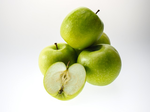apple 943751 640 Alert to the Consumers: Genetically Modified Potatoes and Apples are a Serious Public Health Risk